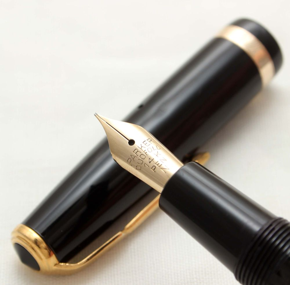 9921 Parker Duofold in Black. Smooth Fine Nib.