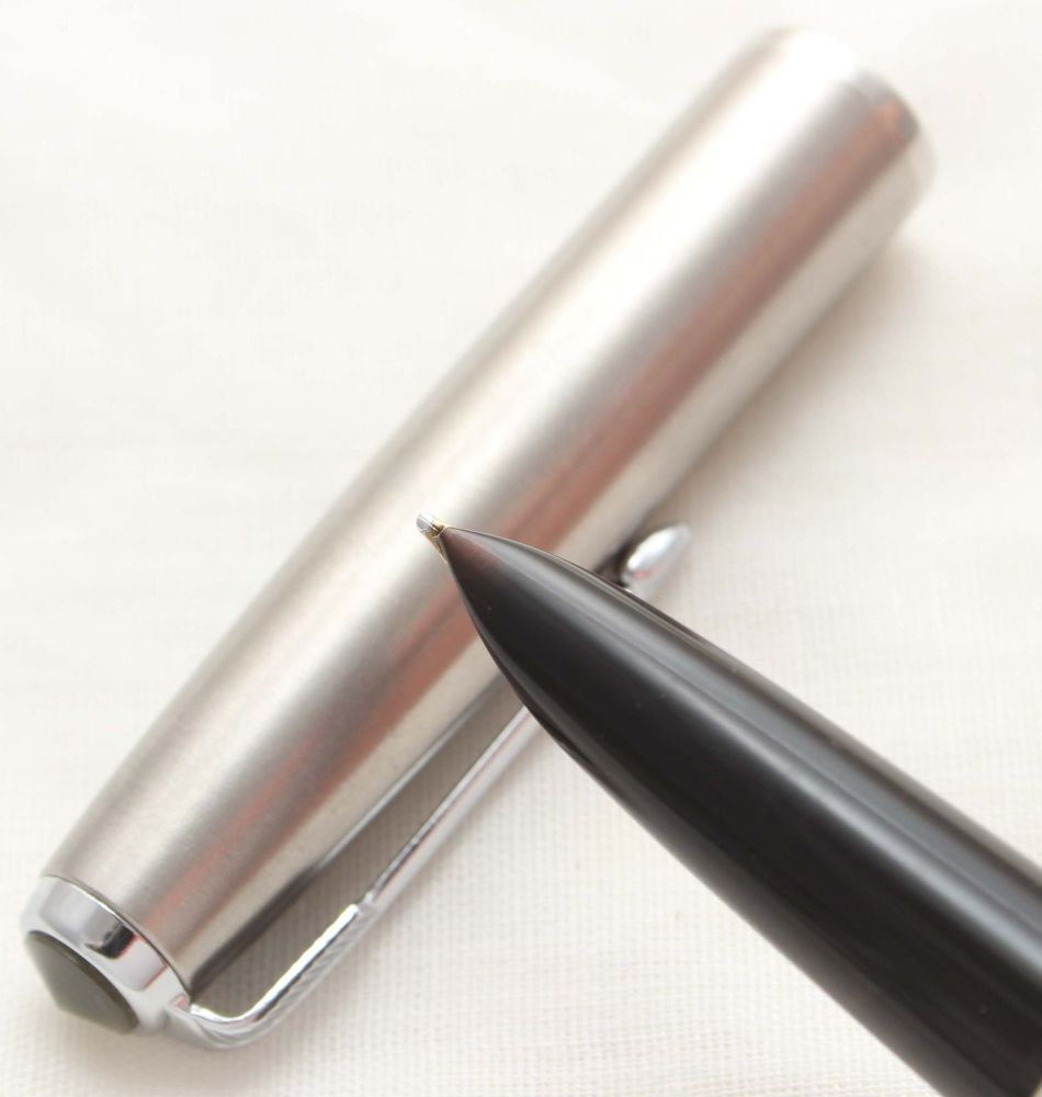 9937 Parker 51 Aerometric in Black with a Lustraloy Cap, Smooth Fine FIVE S