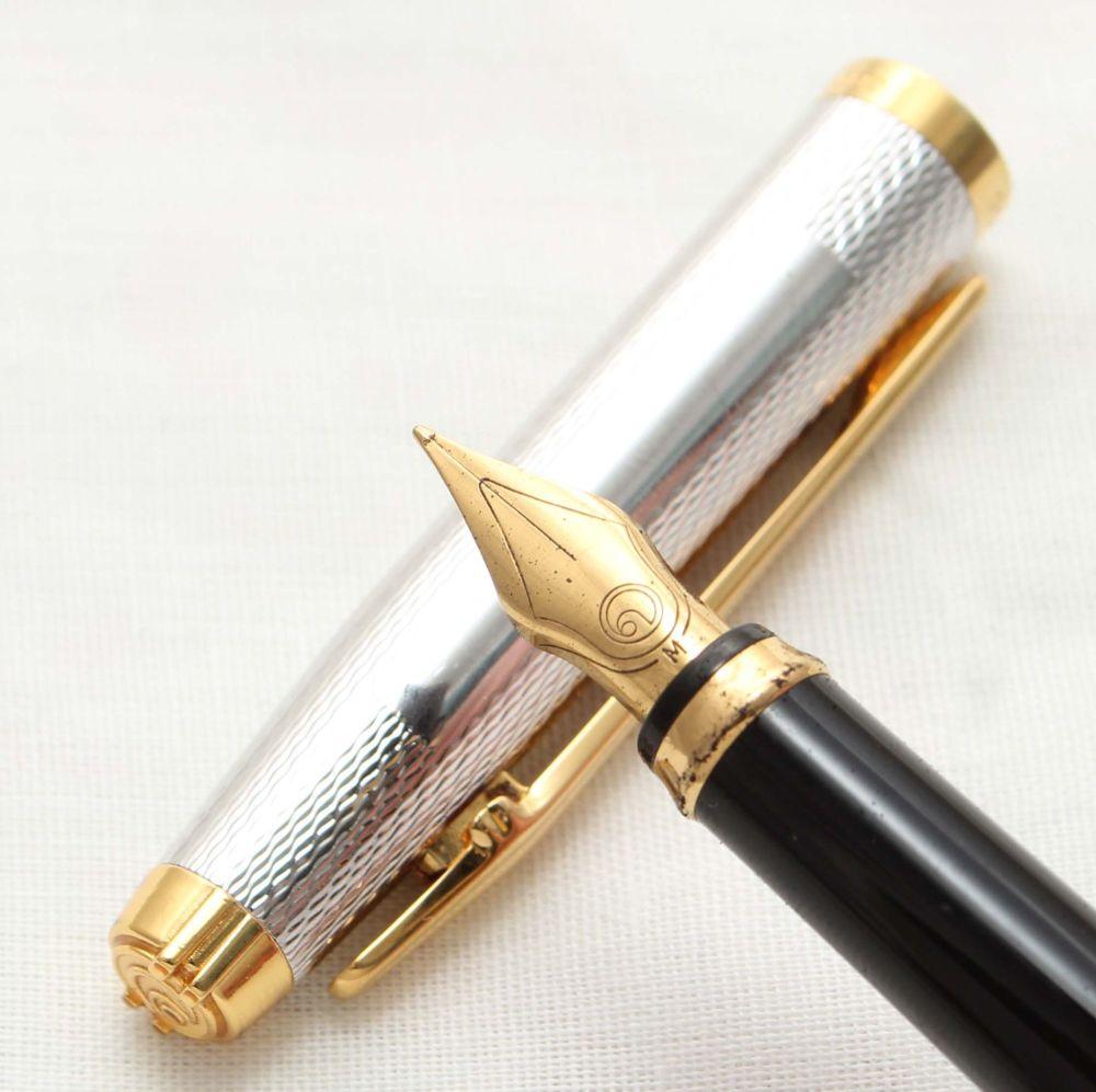 9950 Elysee En Vogue Fountain Pen in Silver plated Fine Barley. Medium FIVE