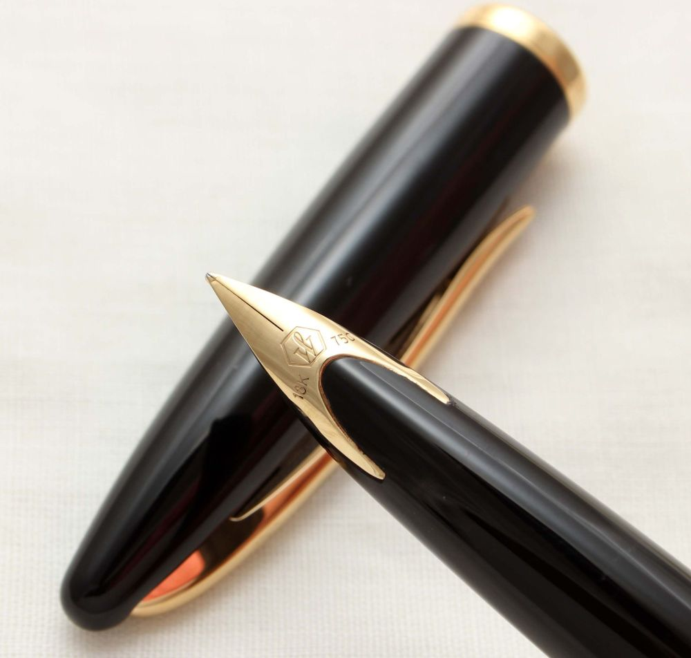 9971 Watermans Carene Fountain Pen in Black lacquer with Gold Filled trim.