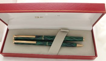 3048 Sheaffer Fashion II Fountain Pen set in Green Tartan. Medium FIVE STAR nib. Mint and Boxed.