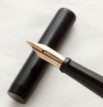 """3072 Onoto """"The Pen"""" in Black Chased Hard Rubber. Superb #4 Fine Flex FIVE STAR Nib."""