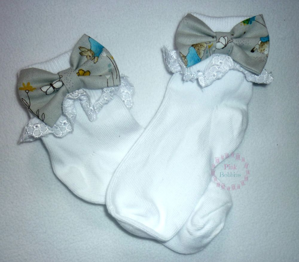 Frilly bow socks