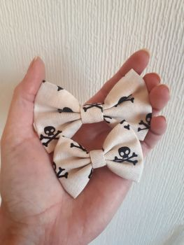 Skull & crossbones hair bow *LAST ONES!*