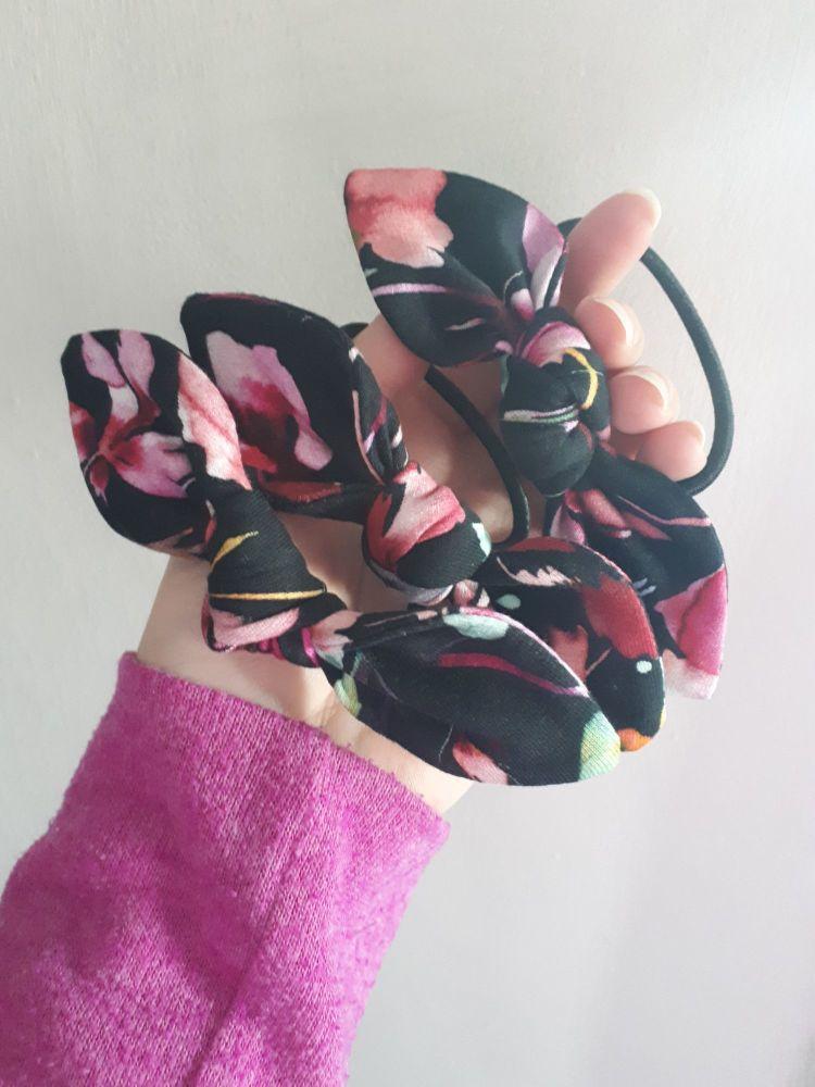 Hair tie - black floral