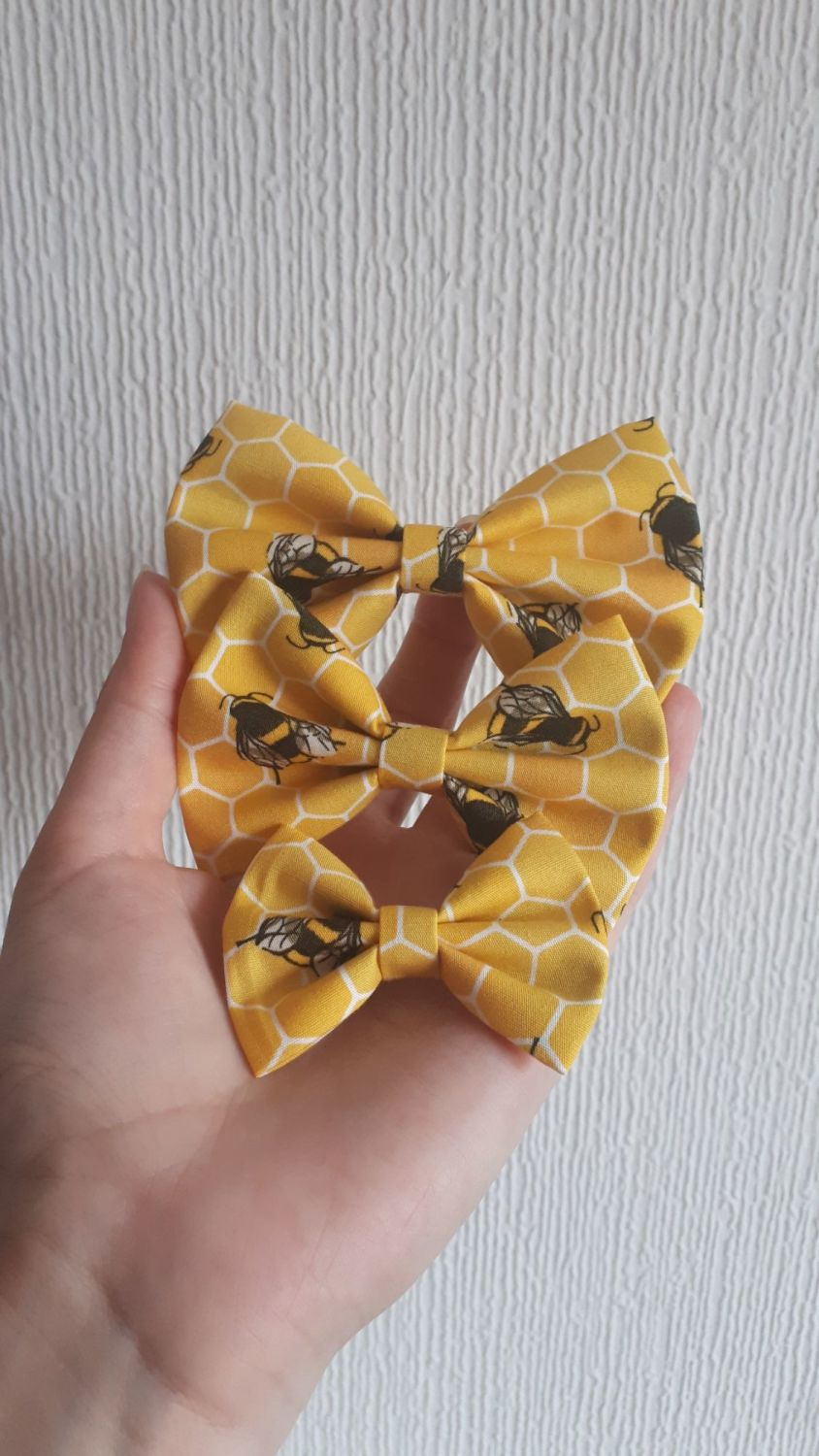 Bee hair bow - mini, midi or large size - made to order
