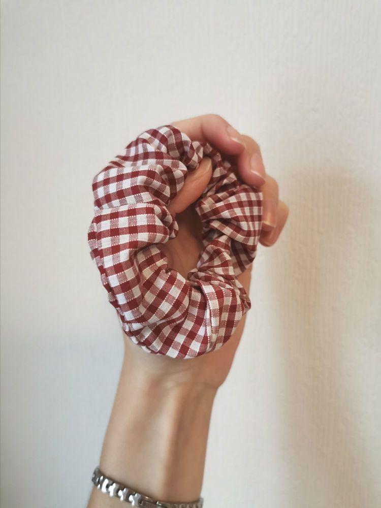 Gingham scrunchie - maroon - in stock