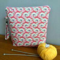 Tilda Maple Farm Gwendelyn Rosehip Large Zipped Bag with Wristlet