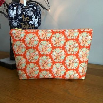 Tilda Flower Nest Ginger zipped bag with striped lining.