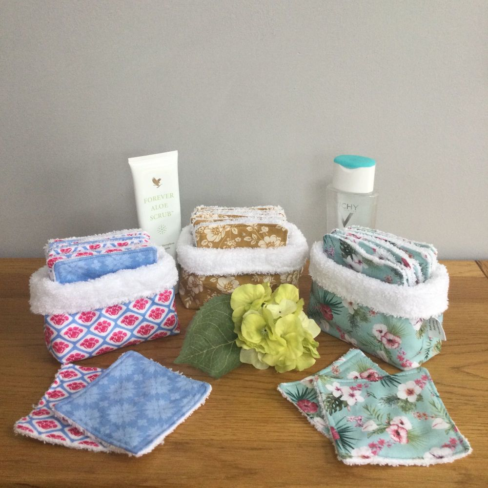 10 x Reusable facial cleansing pads in a soft fabric basket