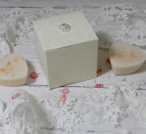 <!-- 005 -->Large Blossom Hearts Favour Boxes (with embellishment) (10 off)