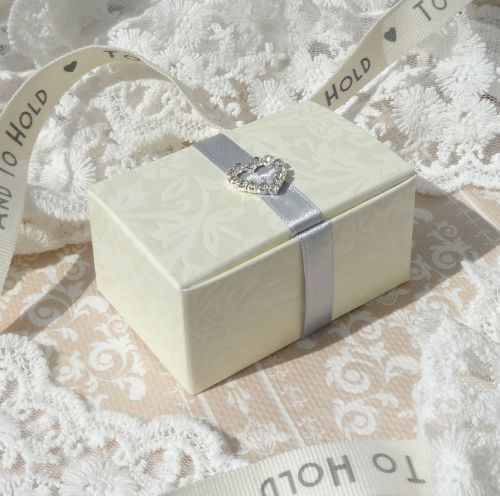 <!-- 006 -->Heart Favour Boxes (with embellishment) (10 off)
