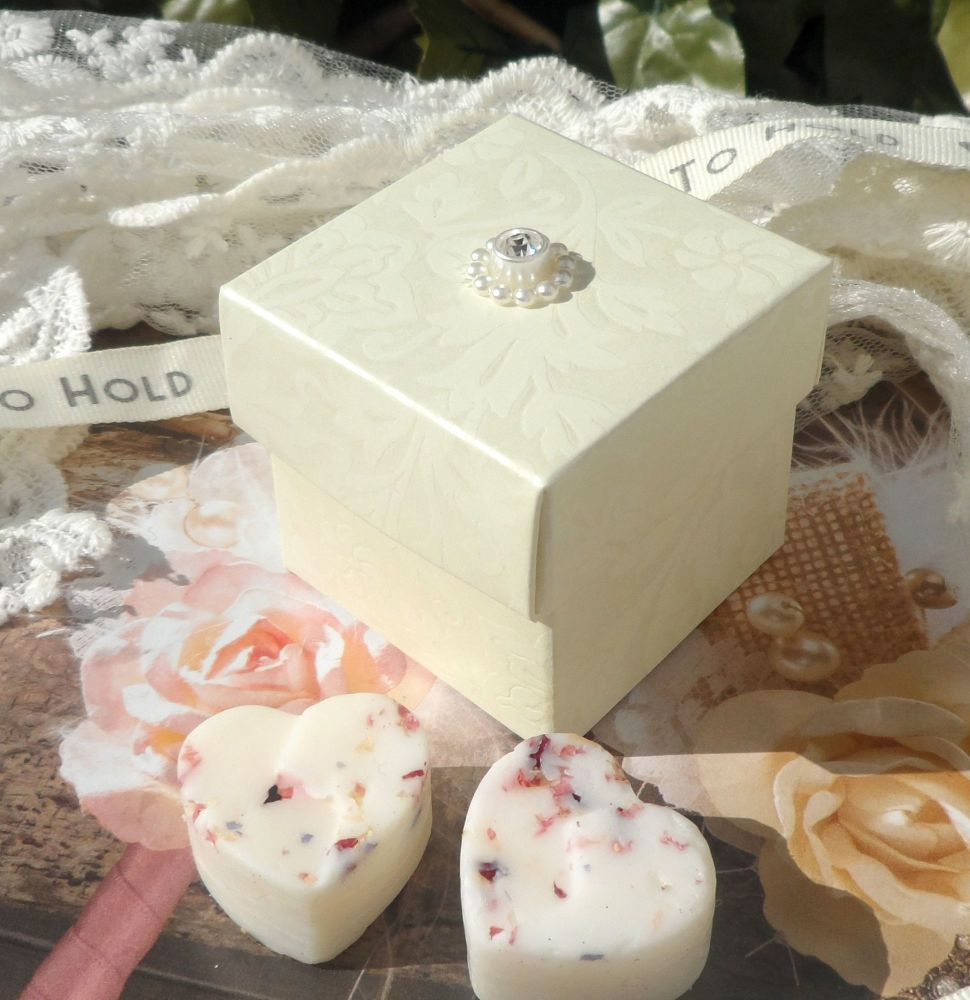 <!-- 005 --> (10 off) Floral Embossed Square Favour Box with Aroma Wax Melt