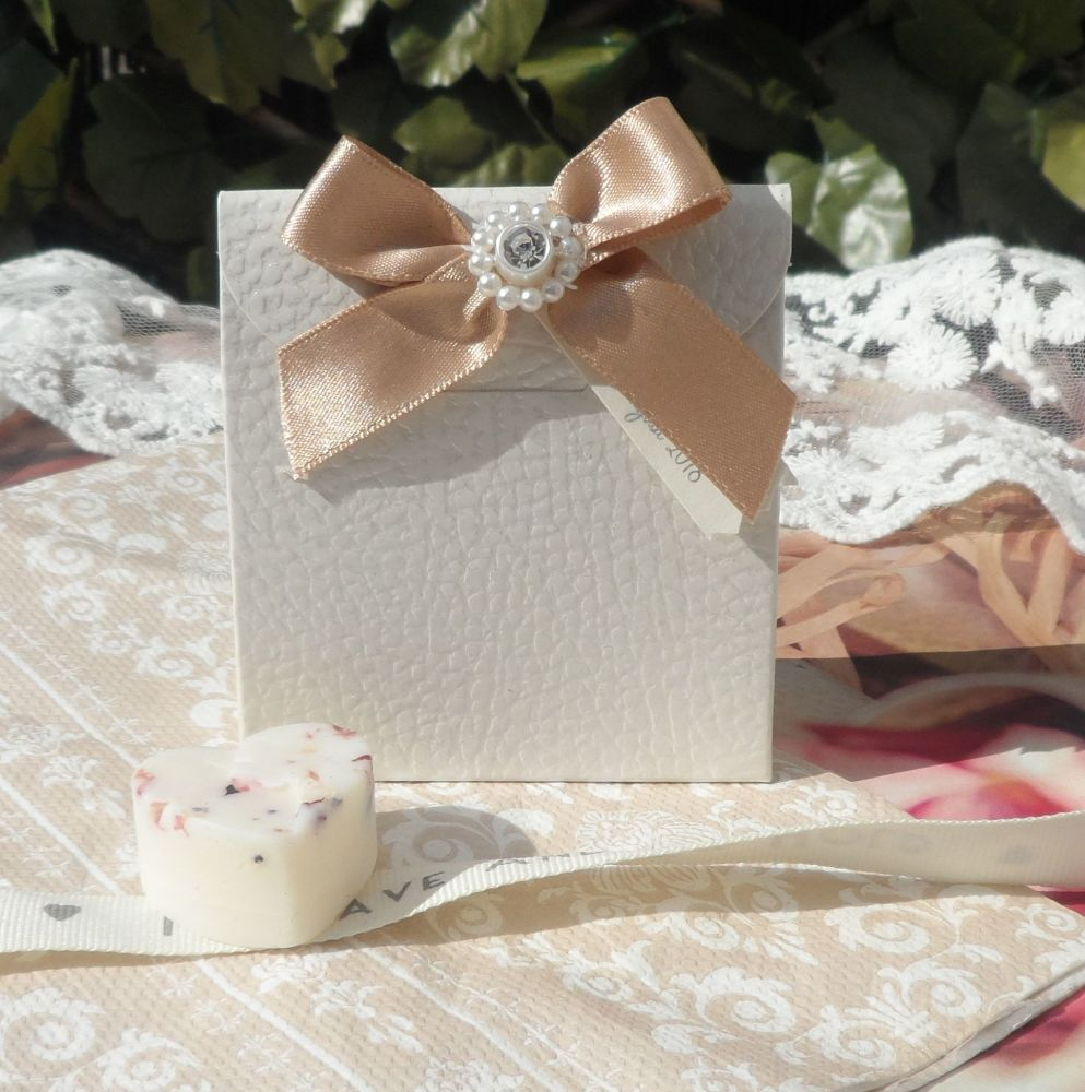 <!-- 002 -->(10 off) Embossed Floral Satchel Favour Boxes with Aroma Wax Me