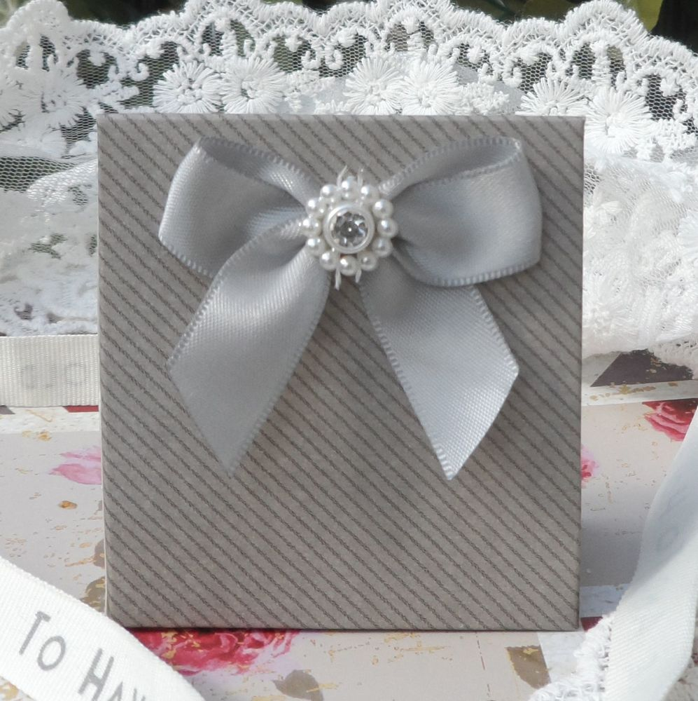 <!-- 001 -->(10 off) Grey Satchel Favour Boxes with Aroma Wax Melts