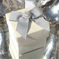 <!-- 004 --> (10 off) Floral Embossed Square Favour Boxes with Aroma Wax Melts