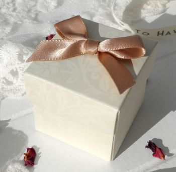 (10 off) Floral Embossed Square Favour Box with Aroma Wax Melts (B)