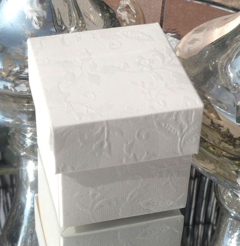 <!-- 007 --> (10 off) Floral Embossed Square Favour Box with Aroma Wax Melt