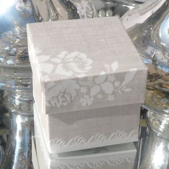 (10 off) Pearl Grey Shabby Chic Favour Box (D)