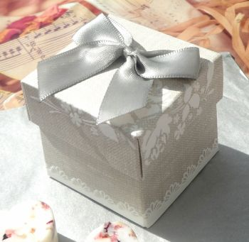 (10 off) Pearl Grey Shabby Chic Favour Box (B)