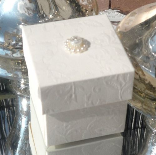 <!-- 006 --> (10 off) Floral Embossed Square Favour Box with Aroma Wax Melt