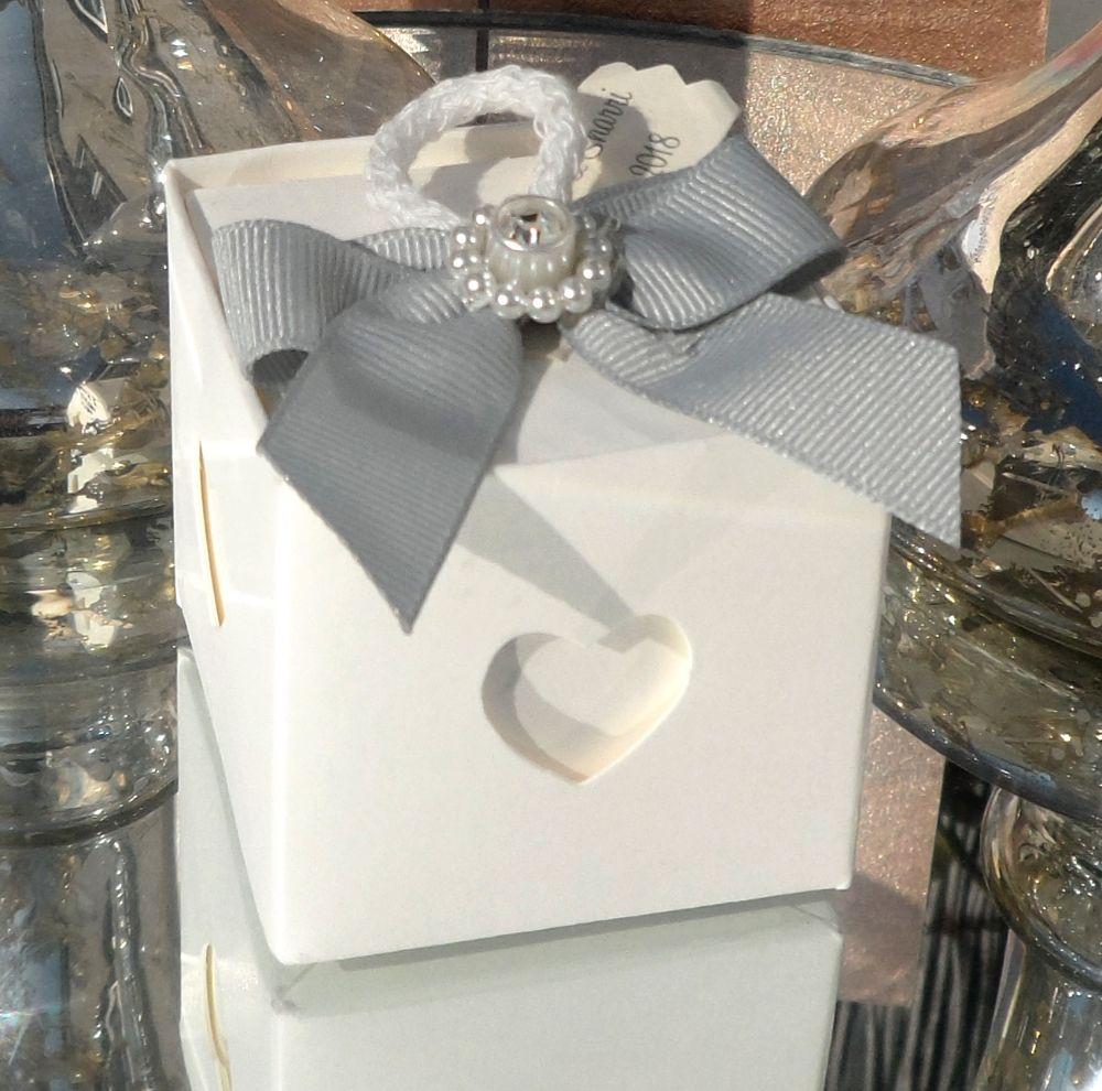 <!-- 004 -->Wedding Favours
