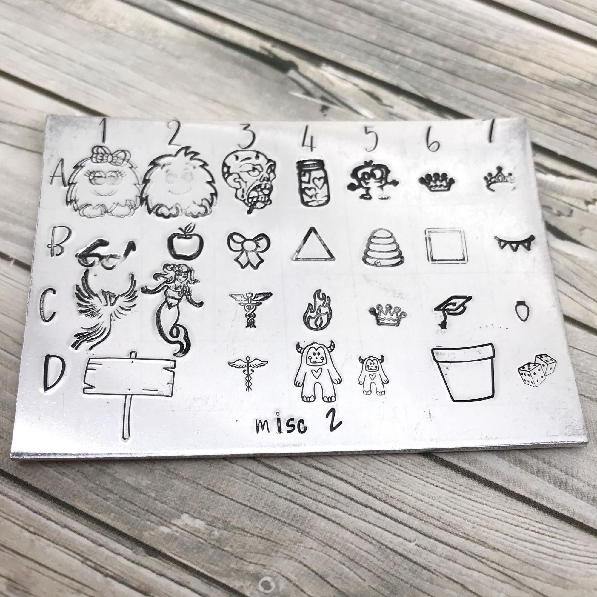 Miscellaneous selection of metal design stamps