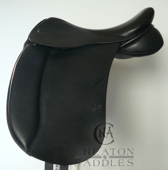 dressage-saddle-with-flocked-panel