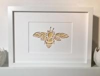 Bee (medium frame 23x32cm)