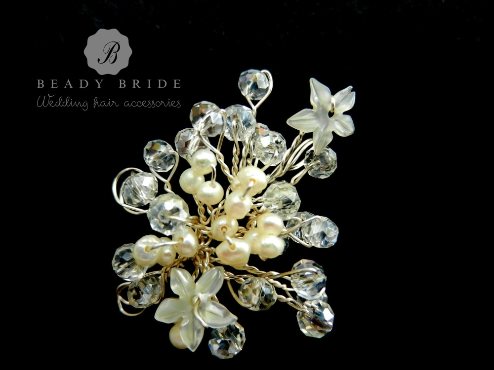 Little sprig-bridal-hair-pin-by-Beady Bride-UK (3)