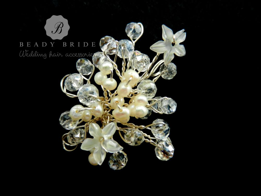Little sprig-bridal-hair-pin-by-Beady Bride-UK (5)