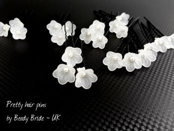 1-ac-4-A set of 21 small white flowers & pearl-wedding-hair-pins-UK-PALFLWPNS