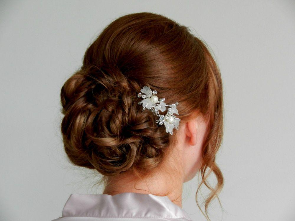 White-bridal-wedding-hair-accessory-UK-VRTY.bm 2.2