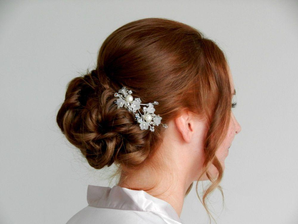 White-bridal-wedding-hair-accessory-UK-VRTY.bm 2.4