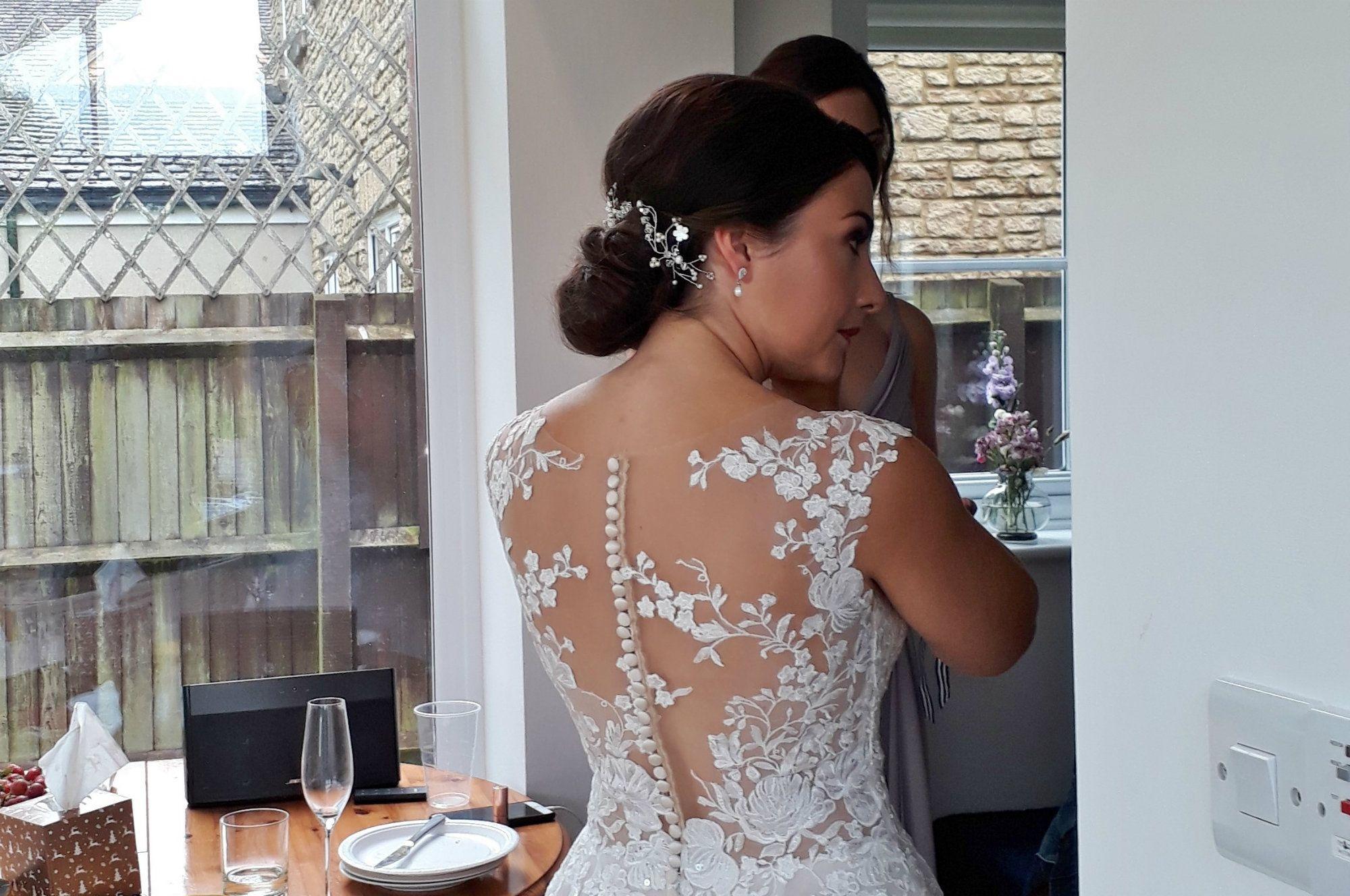 Delicate-white-bridal-hair-vine-accessory-UK-20190810_134540 (4)
