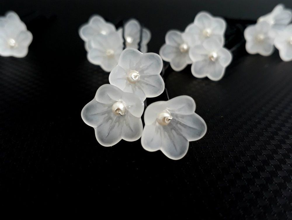1-ac-4-A set of 21 small white flowers & pearl-wedding-hair-pins