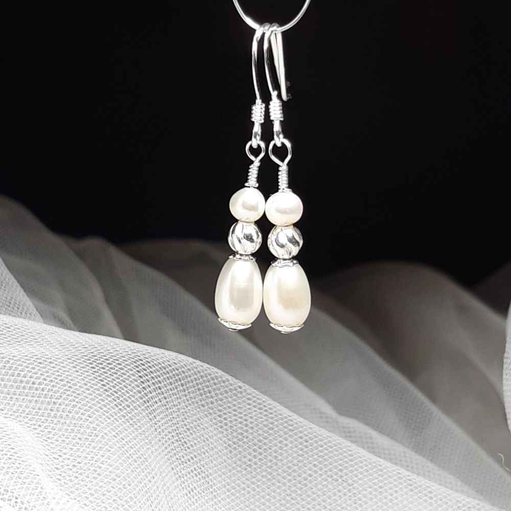 Pearl and sterling silver wedding earrings-KRMFWPRLDRPSS6