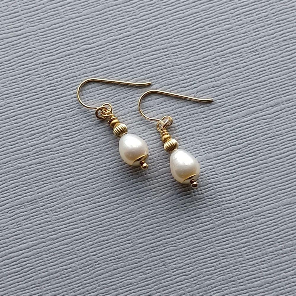 Tear drop fresh water pearl and 14k gold wedding earrings-14KGTDFWARPRL6-4