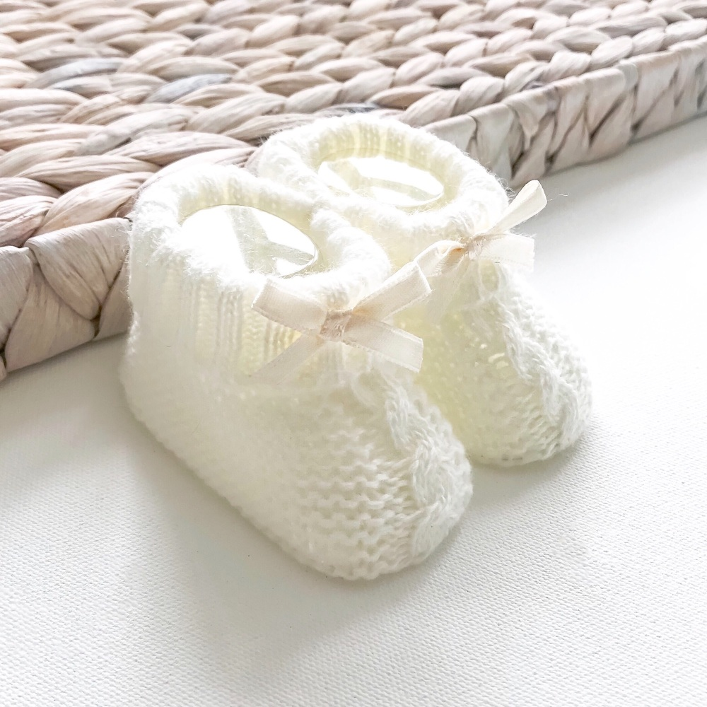 Cable Knit Booties With Bow - Cream