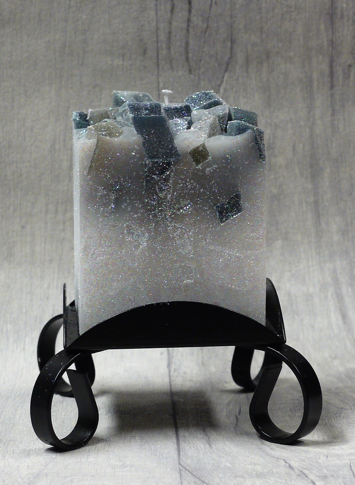 Small black colour topped square pillar candles
