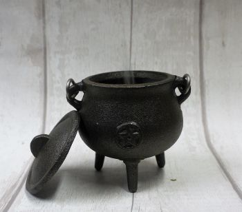 "Small ""pot Belly"" cast iron culdron"