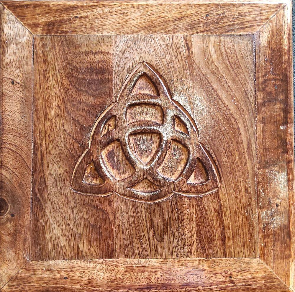 Triqueta altar table