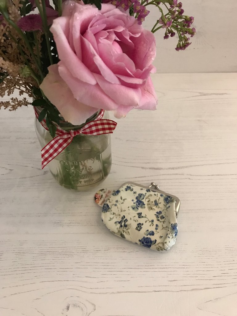 Small Vintage Style Floral Coin Purse