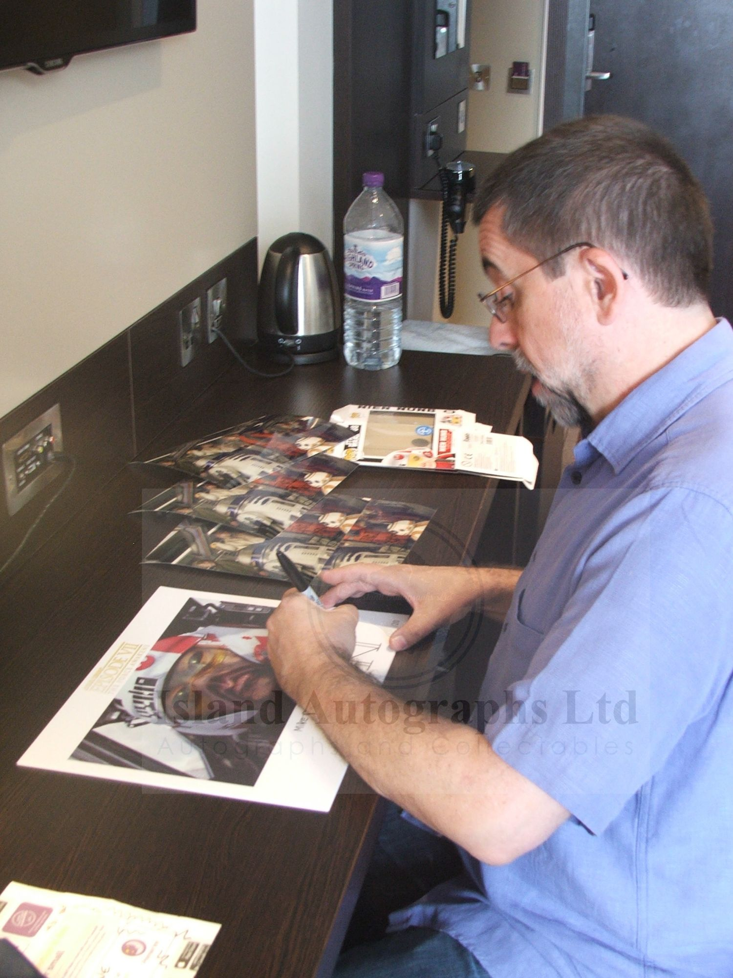 Mike Quinn signing