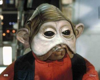 Mike Quinn as Nien Nunb in Star Wars pre-order (01)