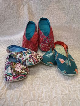 Juliette Slippers Kit -  Pattern, Template and fabrics - Red batik