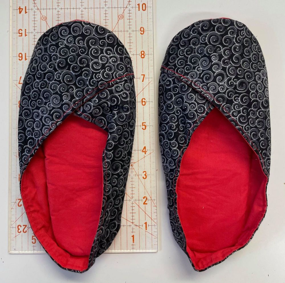 Juliette Slipper - approx size 5-6 - Black and Red