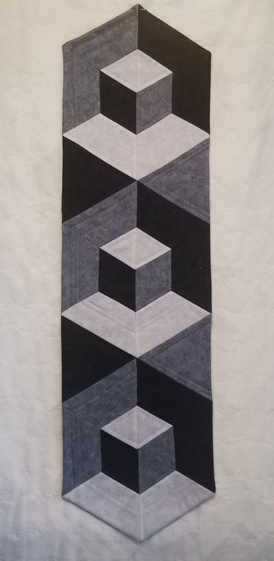 Illusion Table Runner Pattern - Paper copy