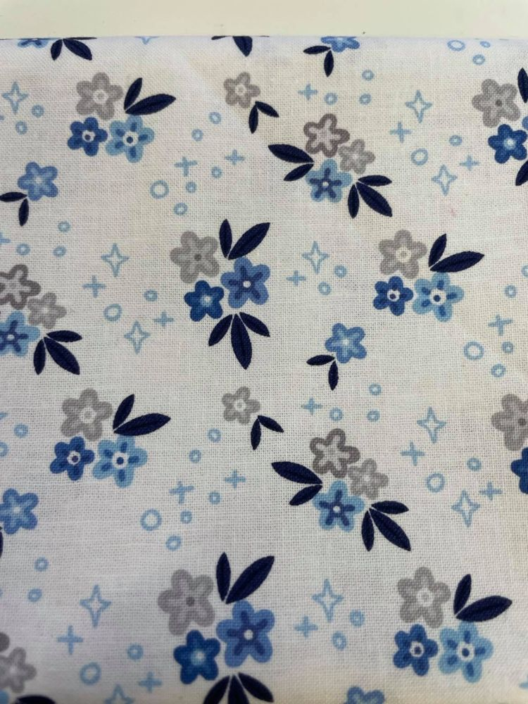 Riley Blake - Blue Stitch by Christopher Thompson 10061WHITE - Posies on Wh