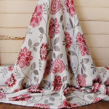 7 METRE ROLL END WOVEN PAISLEY STYLE FLORAL COTTON MIX IN RICH REDS 975c